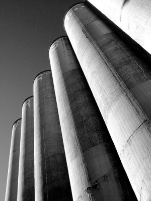 silos_flickr_zoomzoom-304135268